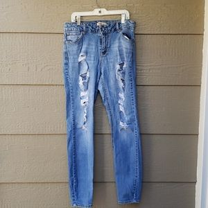 Blue Spice ✨ Distressed Blue Jeans ✨9 skinny